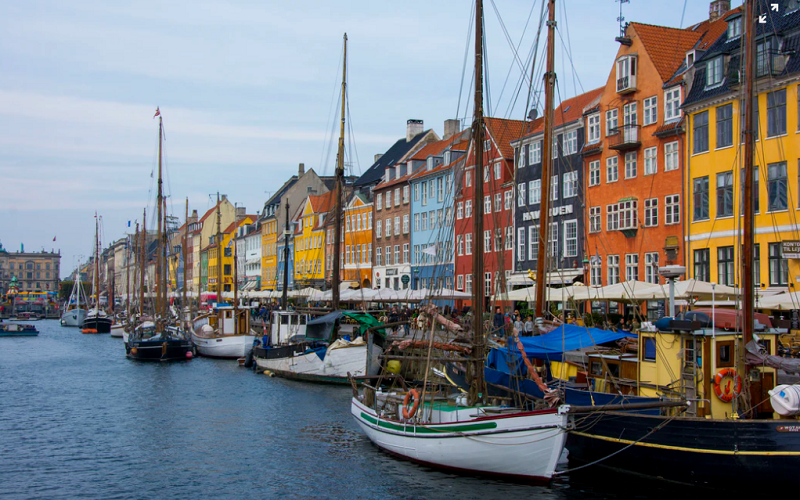 Nyhavn Copenaghen Danemark (Julien Widmer Unsplash)