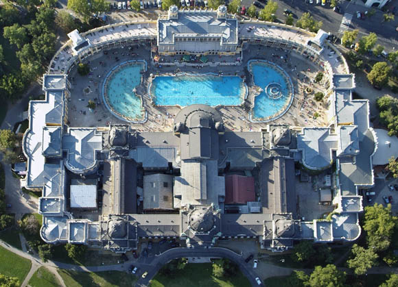 Vista aérea de los baños Szechenyi de Budapest