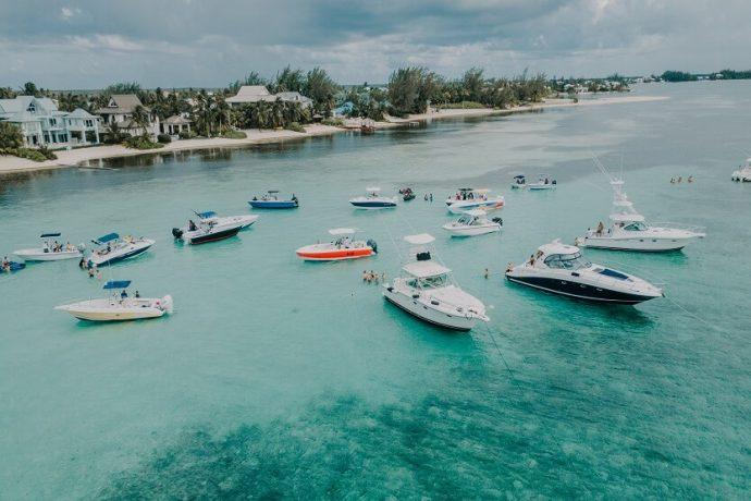 Viajar a las Islas Caimán ahorrando